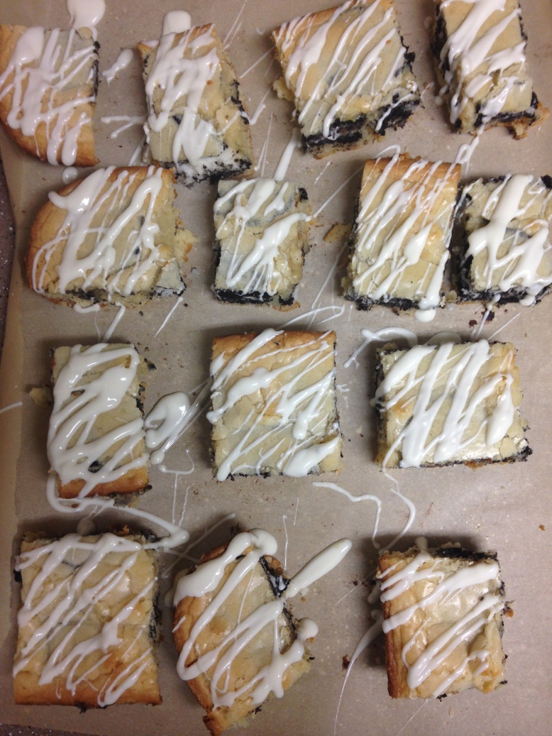 Oreo Blondies - Rebekah and her Ramblings. Deliciously soft blondie with a surprise in the middle!